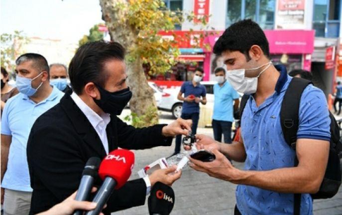 Dr. Şadi Yazıcı'dan Corona'ya karşı, el dezenfektan bilekliği