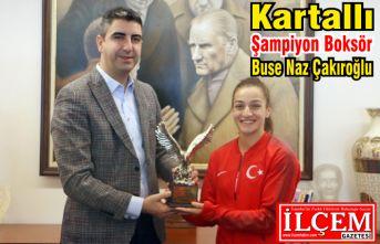 Kartallı Şampiyon Boksör Buse Naz Çakıroğlu gururlandırdı