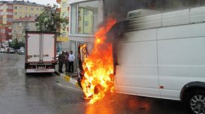 Pendik' te Otomobil alev alev Yandı.