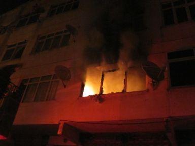 Ümraniye'de çıkan daire yangını mahallelileri korkuttu