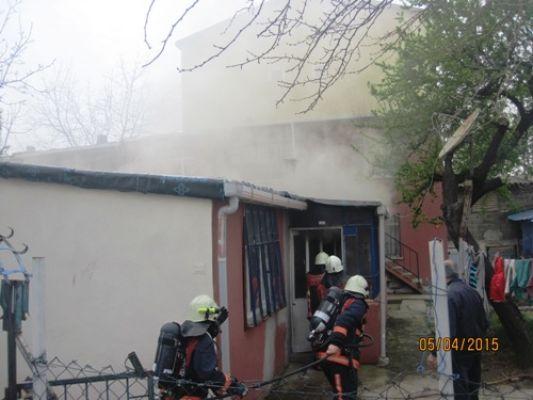 Yangın Kartal'da bir aileyi perişan etti!