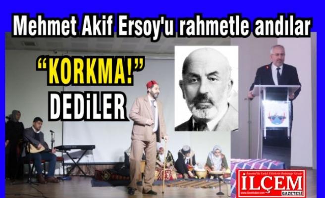 Mehmet Akif Ersoy'u rahmetle andılar.