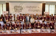 Prof. Dr. Fuat Sezgin Uluslararası Bilim Olimpiyatları'nda kazanan öğrenciler ödüllerini aldılar.
