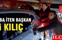 Karda araba iten Belediye Başkanı Ali Kılıç