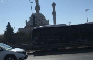 İstanbul'da depremde Cami minaresi yıkıldı.