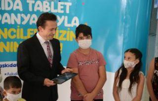 Tuzla Belediyesi'nden Eğitime, askıda tablet...