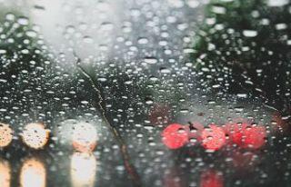Kartal Beyaz Köşk Caddesi'nde yağmur hayatı...