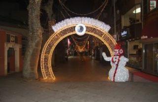 Kartal'da Cadde ve Meydanlar Yeni Yıl İçin Süslendi