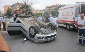 Sultanbeyli'de trafik kazası. Araç ters döndü!
